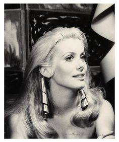 Deneuve in ManRay's Pendants