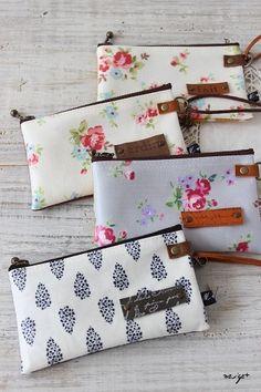 自宅ショップに向けて小物づくりも順調です♪・・・と言いたいところですが先週は全く手つかずで^^;ラストスパートでがんばりますこんばんは。布作家で講師のyu... School Pencil Case, Craft Bags, Diy Projects To Try, Handmade Bags, Mini Bag, Purses And Bags, Diy And Crafts, Coin Purse, Wallet