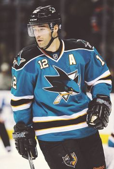 Patrick Marleau / Amazing forward for the San Jose Sharks. Ice Hockey Teams, Hockey Games, Shane Doan, Patrick Marleau, Patrice Bergeron, San Jose Sharks, National Hockey League, Hockey Players, One Team