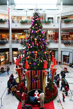 Shopping_Mall_Santa.jpg