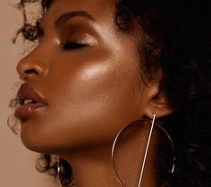 5 ways to wear this makeup look that's trending on Pinterest right now  ||  It's all about dewy, pigmented eyelids. https://www.wellandgood.com/good-looks/glossy-lids-makeup-trending-pinterest/?utm_campaign=crowdfire&utm_content=crowdfire&utm_medium=social&utm_source=pinterest