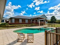 Tranquil living on 2.5 acres in Bridgeman Downs. Great family home ... stylish and elegant.
