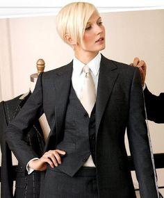 Stylish Ways to Wear a Tie While Still Looking Feminine . Androgynous Fashion, Tomboy Fashion, Suit Fashion, Fashion Outfits, Womens Fashion, Tomboy Look, Tomboy Chic, Estilo Tomboy, Mode Costume