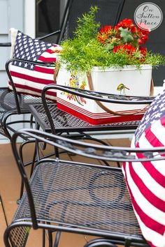 Easy Last Minute Patriotic Decor Ideas   Simple ways to add the red, white and blue to your decor! Not much planning required and super quick!