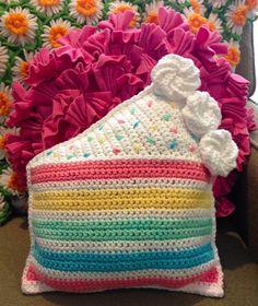 cake #crochet pillow pattern by Twinkie Chan