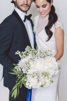 White,+Black,+And+Blue+Chic+Wedding+Ideas