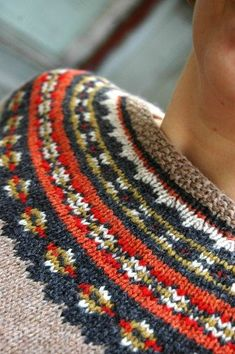 Aftur en Supersoft  ~  more inspiring colour combos and patterning  ~ also like the seed stitch neckline.......