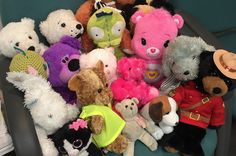 Lost Teddy Bears look for owners after annual Winnipeg picnic http://globalnews.ca/news/2033439/lost-teddy-bears-look-for-owners-after-annual-winnipeg-picnic/