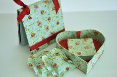 Mimi álbum, coração em cartonagem, bloco de anotações e 2 saches de gaveta. Tecido floral 100% algodão.