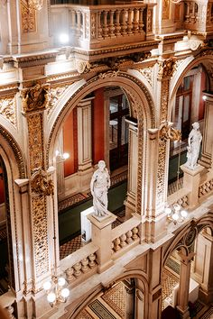 Special Viennese moments make you the main protagonist on the stage of Viennese life. Because nothing is ordinary in Vienna. Running Movies, Vienna Philharmonic, Vienna State Opera, Christmas Travel, Vienna Austria, Concert Hall, Vacation Places, Cathedrals, Palaces