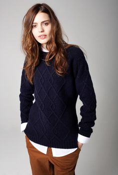 cableknit brown and navy sweater, white button down, easy casual cool/prep Androgynous Fashion, Tomboy Fashion, Fashion Moda, Look Fashion, Fashion Outfits, Womens Fashion, Androgyny, Preppy Style, Her Style
