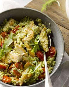 Pesto chicken with bulgur Quick Healthy Meals, Healthy Cooking, Couscous, Lunch Recipes, Easy Dinner Recipes, Healthy Diners, Sauce Pesto, Good Food, Yummy Food