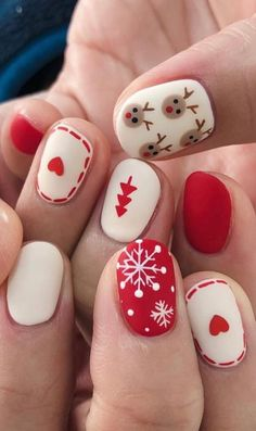 winter nail art designs, winter nails Nagellack Ideen Christmas Nail Art Designs To Look Trendy This Season Nail Noel, Xmas Nail Art, Cute Christmas Nails, Christmas Nail Art Designs, Xmas Nails, Winter Nail Art, Holiday Nails, Christmas Manicure, Winter Nails