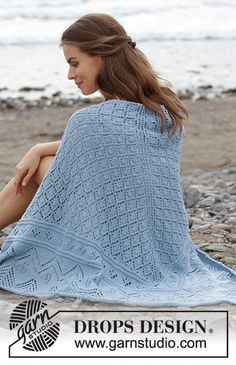 Aretusa / DROPS - Free knitting patterns by DROPS Design Aretusa / DROPS - knitted scarf with lace pattern. The piece is worked in DROPS Merino Extra Fine from top to bot. Knitting For Kids, Free Knitting, Knitting Socks, Baby Knitting, Knitted Shawls, Crochet Shawl, Knit Crochet, Lace Knitting Patterns, Shawl Patterns