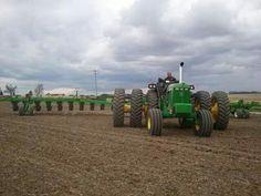 Antique Tractors, Vintage Tractors, Vintage Farm, Old John Deere Tractors, Farmall Tractors, Old Farm Equipment, John Deere Equipment, New Holland Agriculture, Agriculture Tractor