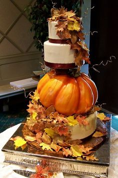 Cake by Cakes by Suzy-Look at those leaves!  So awesome!  I like how they balanced all the color on the leaves and pumpkin out with the cake being simple.  Doesn't overwhelm the eyes.