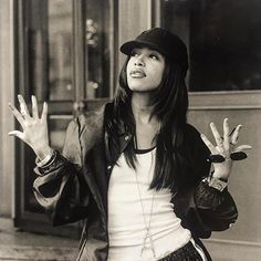 """🔁 """"My B & W-Series: I photographed R & B Star Aaliyah in Munich in in front of Hotel """"Vier Jahreszeiten"""" (copyright by Ssirus W. Aaliyah Outfits, Aaliyah Style, 90s Aesthetic, Black Girl Aesthetic, Hip Hop Fashion, 90s Fashion, Estilo Chola, Rip Aaliyah, Estilo Hip Hop"""