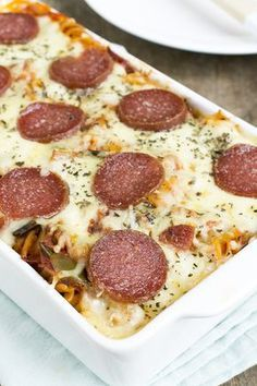 Salami pastaschotel – Best Art images in 2019 Diner Recipes, Oven Recipes, Cooking Recipes, Healthy Summer Recipes, Healthy Chicken Recipes, I Love Food, Good Food, Yummy Food, Fusilli