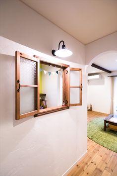 ジャストの家[公式] 2階リビングのカフェスタイルな家 Natural Interior, Coffee Shop Design, Door Curtains, Glass Blocks, Windows And Doors, Interior Architecture, Beams, House Plans, New Homes