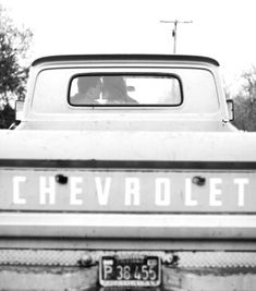 I wish I knew someone with an old truck so we could do this!