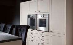 Classic kitchen with handles: SE 2002   siematic.com