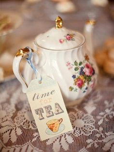 "It's always time for (high) tea! ""I'm a little tea…) Vintage China, Vintage Tea, Vintage Farm, Cuppa Tea, Teapots And Cups, My Cup Of Tea, Chocolate Pots, High Tea, Drinking Tea"