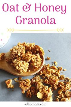 Recipes Breakfast Granola This Oat and Honey Granola makes a great breakfast, snack, or topper to yogurt or berries. If you like the chunks I tell you how to get them. Best Granola, Vegan Granola, Gluten Free Granola, Chocolate Granola, Granola Bars, Raw Food Recipes, Freezer Recipes, Drink Recipes, Healthy Recipes