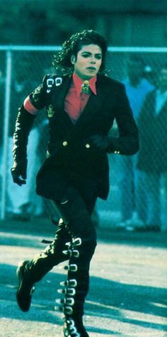 Just Mikey.running so handsom.love him and rest in heaven The Jackson Five, Jackson Family, Invincible Michael Jackson, Mj Bad, Michael Jackson Pics, Paris Jackson, King Of Music, The Jacksons, Beautiful Soul