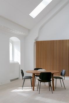 In 1952 Mogensen built onto the Søborg series with a steel-framed version, a design that he viewed as a reflection on international modernism. The generous back and seat with optional upholstery provides for many hours of use. Photo by Nana Hagel. Modernism, Contemporary Design, Solid Wood, Reflection, Upholstery, Armchair, Interiors, Steel, Table