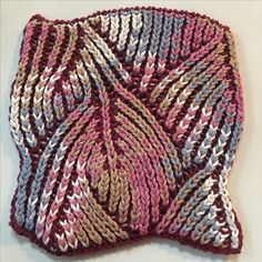 Pink&Grey Brioche Knitting -- save for color combo idea Crochet Beanie Pattern, Crochet Stitches Patterns, Knitting Stitches, Knitting Designs, Knitting Patterns Free, Stitch Patterns, Knit Crochet, Spool Knitting, Double Knitting