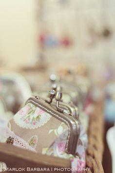 Pénztárcák Coin Purse, Wallet, Purses, Fashion, Handbags, Moda, Fashion Styles, Purses And Handbags, Fashion Illustrations