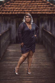 Este vestido de paetê plus size da Julia Plus é uma excelente opção  para quem precisa ir à uma festa se sentindo linda e glamourosa. Pode usar muito brilho, sim! <3
