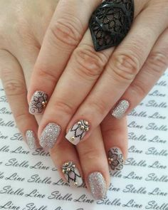 50 Trendy Fall Nail Art Design For 2019 These trendy Nail Designs ideas would gain you amazing compliments. Check out our gallery for more ideas these are trendy this year. Fall Nail Art Designs, Nail Polish Designs, Grey Nail Polish, Mandala Nails, Seasonal Nails, French Nail Art, Flower Nail Art, Art Flowers, New Nail Art