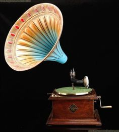 Parlohpone Horn Gramophone Made in the 1920s. Germany.