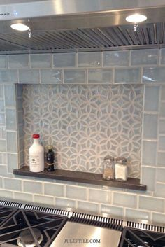 Find Backsplash Ideas For Your Next Kitchen Renovation. Appeared Here Is Our Bloom Pattern And Handmade Subway Tile In Sky Blue Crackle. Much obliged To Alexa Interiors and Decorative Materials For The Photo Glass Kitchen, Kitchen Tiles, Kitchen And Bath, Kitchen Stove, Cuisines Diy, Cuisines Design, Home Design, Interior Design, Interior Shop