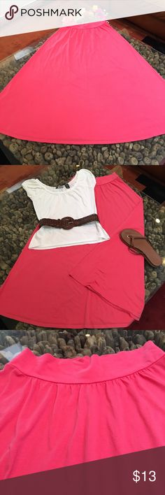 ❤️2 for $20❤️ Maxi skirt. 🎁MIX/MATCH🎁 NY & Co - Maxi skirt. 🎁MIX/MATCH🎁 **Skirt and tee = $15** 100% cotton.  This skirt can be MIXED with the NY & Co tees in my closet.  Look for this symbol 🎁 *color is Coral New York & Company Skirts Maxi