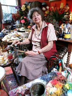 Painter Margaret Olley poses for a portrait session in her studio in Paddington on November 2005 in Sydney, Australia. Margaret Olley was one of Australia's most well known interior and still life painters. Australian Painting, Australian Artists, Mary Cassatt, Artist Art, Artist At Work, Famous Artists, Great Artists, Matisse, Paintings