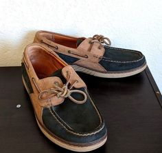 15b1b4991 Tommy Bahama Boat Shoes Men s Size 9.5 M Leather Lace Up Loafers EUC TB-238