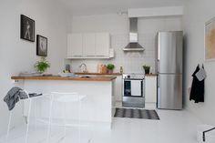 작은 원룸 인테리어 디자인_Small One-Room Apartment Showcasing An Ingenious Layout 화이트 인...