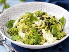 Ärtpasta med mozzerella och basilika
