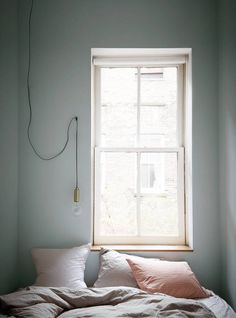 Plummet - Farrow and Ball Opt for a shade as undefined as this, for the bedroom lacking square footage. Supplement the absence of pigmentation in the wall paint, with bed linens of a neutral yet subtly colorful palette.