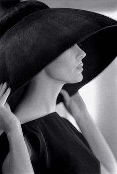 Model Jean Newington wearing a Yves Saint Laurent hat, 1962. Photo: Jerry Schatzberg.