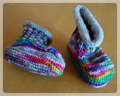 "Oscarino knitting ideas-Oscarino – Strick – Ideen These instructions are the further development of the tried and tested baby shoe instructions ""Oscar"". They look almost identical, but these instructions are knitted around. You can this Var … - Baby Booties, Baby Shoes, Baby Knitting, Crochet Baby, Knitted Baby Clothes, Cotton Textile, Baby Blog, Baby Health, Knitting Patterns"