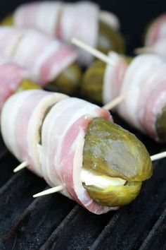 Bacon Wrapped Pickles, Bacon Wrapped Appetizers, Bacon Appetizers, Bacon Wrapped Smokies, Finger Food Appetizers, Appetizer Recipes, Appetizers On The Grill, Bbq Bacon, Smoked Bacon