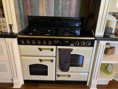 Kitchen Pantry Storage, Splashback, Wall Oven, Storage Shelves, Kitchen Design, Kitchen Appliances, Home, Storage Racks, Diy Kitchen Appliances