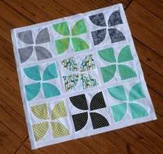 future mini quilt | Curvy Pinwheels tutorial from 13 spools