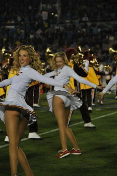 25 Of The Most Embarrassing USC Song Girl Cheerleader Photos Ever Taken! Cheerleaders Oops, Famous Cheerleaders, Cheerleader Images, Cheerleading Pictures, Buccaneers Cheerleaders, Cheerleader Costume, College Cheerleading, Cheerleading Outfits, Cheerleading Workouts