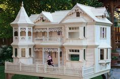 Victorian Barbie Doll House I don't have this one, but I do have one that was just as big! This is beautiful! Victorian Barbie Doll House I don't have this one, but I do have one that was just as big! This is beautiful! Victorian Dolls, Victorian Dollhouse, Dollhouse Dolls, Dollhouse Miniatures, Modern Dollhouse, Victorian House, Miniature Furniture, Dollhouse Furniture, Furniture Plans