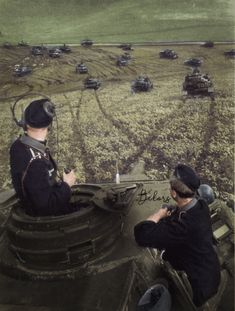 Fantastic shot of the commander & gunner in a panzer IV on the Russian steppes.