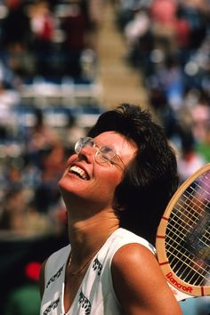Open Tennis Moments That Don't Involve a Ball - Eight Great U. Open Tennis Moments That Don't Involve a Ball This is what victory feels like! Billie Jean King ~ 1978 US Open Tennis Tournaments, Tennis Players, Tennis Rules, Billy Jean, Tennis Legends, Vintage Tennis, Billie Jean King, Play Tennis, Tennis Party
